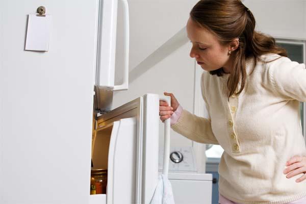 Tem problema se abrir várias vezes a porta do refrigerador?